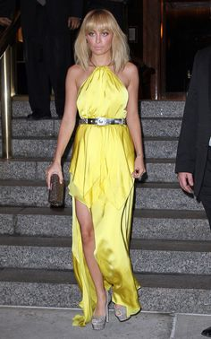 Nicole Richie leaves her hotel in New York City. Nicole showed off a little leg in a dress with a high slit.