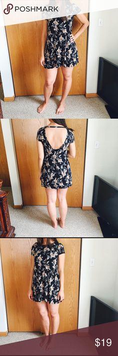 FOREVER 21  NEW Beautiful Dress 🌴🌴🌴 Forever 21 Dresses Mini
