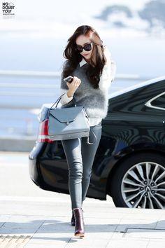 Jessica Jung at Incheon Airport Heading To Beijing Snsd Fashion, Asian Fashion, Girl Fashion, Fashion Outfits, Womens Fashion, Jessica Jung Fashion, Jessica Jung Style, Krystal Jung Fashion, Girl's Generation
