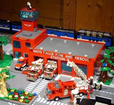 Every LEGO City needs a fire station and this is a great combo of a traditional LEGO style and more realistic. Lego Police, Lego Army, Lego City Fire Station, Lego Fire, Lego Truck, Lego City Sets, Amazing Lego Creations, Lego Builder, Lego Photo