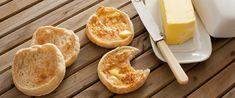 Így készül az eredeti angol muffin – Nem süti, viszont tökéletes reggeli - Receptek   Sóbors Doughnut, Muffin, Dairy, Cheese, Ethnic Recipes, Desserts, Food, Tailgate Desserts, Deserts