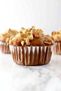 Good Food: Best Ever banana nut bread recipe joke favorite healthy recipes Banana Muffin Recipe Easy, Moist Banana Muffins, Simple Muffin Recipe, Banana Nut Bread, Healthy Muffins, Banana Bread Recipes, Muffin Recipes, Kosher Recipes, Baking Recipes