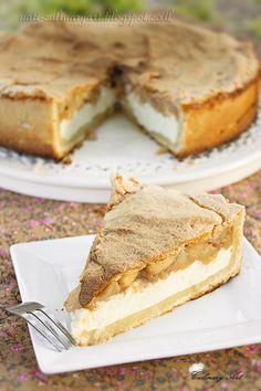 Cheesecake with apple and Meringue  - עוגת גבינה ותפוחים Baking Recipes, Cake Recipes, Dessert Recipes, Cake Icing, Fondant Cakes, Sashimi, Almond Paste Cookies, Tapas, Pear Cake