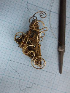 Workshop/ Jasper and copper #wirework #wirewrapped #wireworker #wiregalaxy #wirewrap #workshop #craft #artisan #amulet #magic #mistic #jewelry #etsyjewelry #pendant #jewelry #wirewrapped #wirewrap #etsyjewelry #etsyseller #wirega