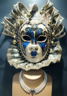 Venetian mask with pearl necklace - In its heyday the Republic of Venice enjoyed wealth upon wealth. Venetian masks were originally used to hide identities when conducting business as some people in the market economy sought anonymity. Venetian Carnival Masks, Carnival Of Venice, Venetian Masquerade, Masquerade Party, Masquerade Masks, Mardi Gras, Larp, Venitian Mask, Republic Of Venice