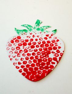 Bubble Wrap Printed Fruit & Veg – In The Playroom Luftpolsterfolie gedruckt Obst & Gemüse – im Spielzimmer Strawberry Crafts, Strawberry Art, Fruit Crafts, Red Crafts, Arts And Crafts, Cork Crafts, Toddler Art, Toddler Crafts, Crafts For Kids