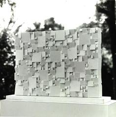 Projeto Ritz, 1979, mármore de Carrara. n. 488, 1978, mármore de Carrara…