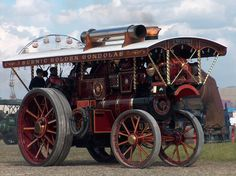 Steam Traction Engine  http://www.oldfarmshow.net/