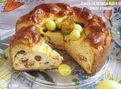 » Pasca cu branza dulce si fructe confiateCulorile din Farfurie Romanian Desserts, Pastry And Bakery, Sweet Cakes, Easter Recipes, Back Home, French Toast, Sweet Treats, Sweets, Breakfast
