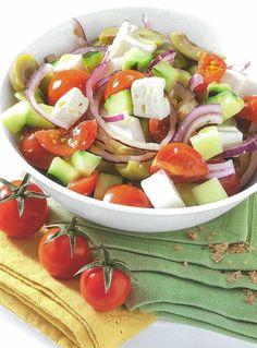 Esta é uma salada que respira e sabe a verão. Uma proposta leve e fresca para refeição principal