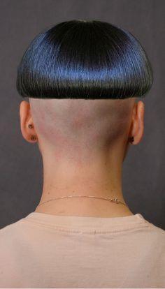 Bowl Haircuts, Haircuts For Men, Bowl Haircut Women, Bob Haircut For Fine Hair, Clipper Cut, Shaved Nape, Hair Models, Bowl Cut, Short Bob Hairstyles