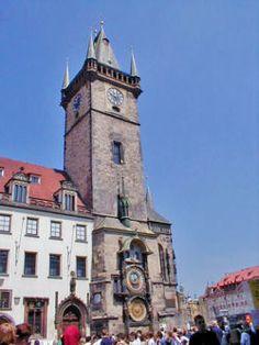 El Reloj Astronómico de Praga (en checo: Staroměstský orloj) es un reloj astronómico medieval localizado en Praga, la capital de la República Checa. El Reloj se encuentra en la pared sur del ayuntamiento de la Ciudad Vieja de Praga, siendo una popular atracción turística.