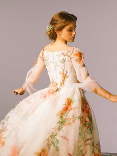 Emma W. Thailand: New pictures of Emma Watson as Belle in 'Beauty and the Beast Bella Emma Watson, Emma Watson Beauty And The Beast, Beauty And The Beast Dress, Pretty Dresses, Beautiful Dresses, Belle Wedding Dresses, Fangirl, Moda Floral, Wedding Beauty
