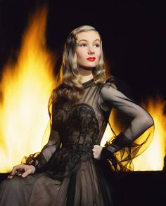 In praise of Veronica Lake, femme fatale icon of 1940s Hollywood noir, born in Brooklyn on this date in 1922: http://ti.me/115SU1s  (Eliot Elisofon—The LIFE Picture Collection/Getty Images)