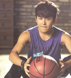 INFINITE7SOUL : [SCAN] INFINITE 2014 Season Greeting - Hoya by La Esperanca