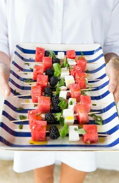 watermelon, feta, & blackberry skewers, the perfect outdoor entertaining appetizer (so elegant & so EASY to pull together! No Cook Appetizers, Appetizers For Party, Skewer Appetizers, Canapes, Skewer Recipes, Appetizer Recipes, Easter Recipes, Watermelon And Feta, Food Combining