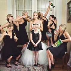 Weddbook ♥ what a great shot! Creative wedding photos. Unique wedding picture ideas. Bridesmaids photo ideas. Funny wedding photo ideas. black bridesmaid