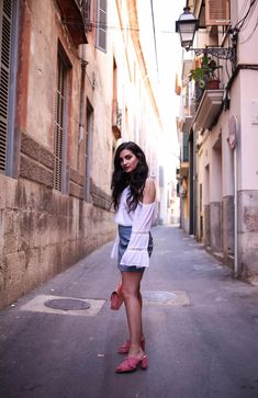 baby-blue-skirt-lace-off-shoulder-top-merna-mariella-fashionblog-ootd-munich-blogger-travel-outfit