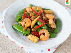 Easy Chinese recipe for stir-fried sugar snap peas with baby corn and prawns in taucheo (soy bean paste).