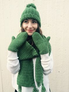 Een persoonlijke favoriet uit mijn Etsy shop https://www.etsy.com/nl/listing/264143591/dark-green-winter-set