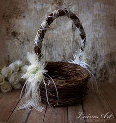 Decoración de boda rústica de la cesta de la muchacha de flor