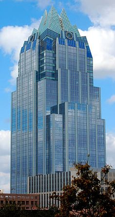 The Frost Bank Tower is a skyscraper in Austin, Texas, United States. Standing 515 feet m) tall with 33 floors, it is the third tallest building in Austin Interesting Buildings, Amazing Buildings, High Rise Building, Facade Design, Futuristic Architecture, Building Design, Aesthetic Wallpapers, Skyscraper, Places To Visit