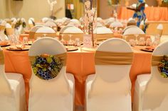 African Theme, African Art, Wedding Reception Decorations, Table Decorations, Africa Decor, African Traditional Wedding Dress, Jungle Theme Parties, Traditional Cakes, Wedding Fabric