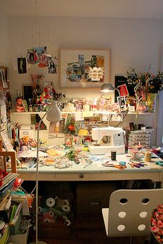 Craft room that is cozy and inspiring - there's a lot going on which means creative mind @ work ;)