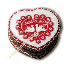 Mézeskalács ajándék minden alkalomra - Köszönetajándék - Reklámajándék - Wedding gifts - Wedding favors - Royal icing -   www.mezeskalacsajandekok.hu  www.mezeskalacsajandekok.blogspot.hu/ Heart Cookies, Cookie Decorating, Wedding Favors, Coin Purse, Christmas Ornaments, Holiday Decor, Minden, Gifts, Decorations
