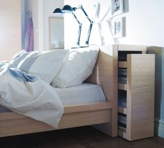 Ce lit Ikea est parfait pour les rangements. D'autres idées pour votre chambre à coucher...