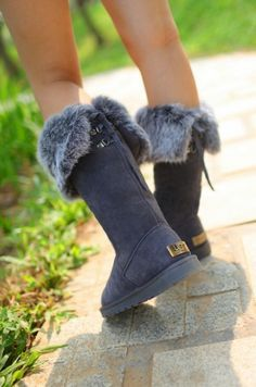 The boots fits perfectly and the deep navy is exactly how it shows!!! I have already recommended the site to friends!!!