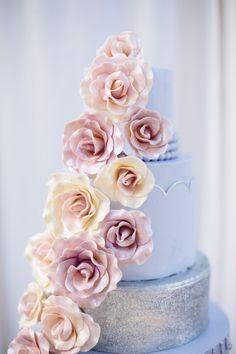 Pantone's ColorS 2016: Rose Quartz and Serenity blue wedding cake