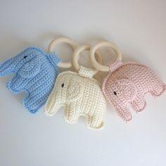 Hochet éléphant au crochet fait main : Jeux, peluches, doudous par madebysissinou