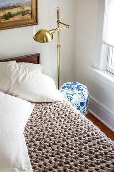Hand crochet blanket in one hour: it takes lot's of yarn! ☂ᙓᖇᗴᔕᗩ ᖇᙓᔕ☂ᙓᘐᘎᓮ http://www.pinterest.com/teretegui