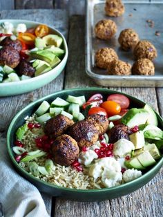 One pot wonder - lettvint gryterett - Mat På Bordet Hummus, Cobb Salad, Pesto, Potato Salad, Food To Make, Food And Drink, Cooking, Ethnic Recipes, Lav Fodmap