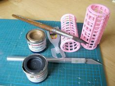 Learn to make dollhouse accessories from found objects with artist Gosia Suchodo. - Learn to make dollhouse accessories from found objects with artist Gosia Suchodolska - Dollhouse Miniature Tutorials, Miniature Dollhouse Furniture, Dollhouse Kits, Miniature Crafts, Miniature Dolls, Diy Dollhouse Miniatures, Miniature Kitchen, Diy Barbie Furniture, Barbie Doll House