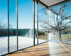 Sky-Frame ist ein rahmenloses Hightech-Schiebefenstersystem, welches bündig in Wand, Decke und Boden eingebaut werden kann und höchsten architektonischen und bauphysikalischen Ansprüchen genügt. Windows, Doors, Furniture, Home Decor, Architecture, Built Ins, Nice Asses, Decoration Home, Room Decor