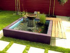 bassin de jardin avec une fontaine et banc en bois