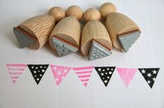 With this four little stamps you can stamp a wonderful row of pennants. The set contains 4 different patterns.plain, stripes, dots and starsWarning! Small parts. Not for children under 3 years. Sewing Crafts, Sewing Projects, Diy Crafts, Homemade Stamps, Linoleum Block Printing, Crafts For Kids, Arts And Crafts, Art Journal Techniques, Love Stamps