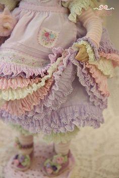 По-моему, тема одежды для кукол- бесконечная)) Вот еще одна небольшая подборка платьев. мими которых я не смогла пройти.