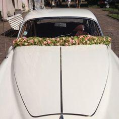 Blumenschmuck fürs Hochzeitsauto