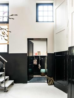lamberisering in de hal | paneling in the hall | vtwonen binnenkijken special 2016 | photography: Sjoerd Eickmans | styling: Gieke van Lon