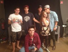 Our #OuchCouch winner from France got in for the meet and greet and met the Janoskians - will you be the winner going to the concert in #LosAngeles? Tweet us your score from the leaderboard this Tuesday for VIP Passes for#GotCakeTour #USA