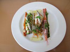 Dorade et crevettes ròti avec anchois canelloni de courgette  farci de ricotta et olive noir ,berneaise et  tomate  Gino D'Aquino
