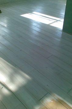 Houten vloer grijs verven schilderen maken