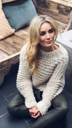 Camilla Phil // knitted sweather and specially the combo with leather pants Fall Fashion Outfits, Fall Winter Outfits, Autumn Winter Fashion, Womens Fashion, How To Purl Knit, Mode Style, Everyday Fashion, Knitwear, Style Inspiration