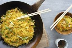 There's nothing easier than a noodle dish for dinner. From quick and easy stir-fry favourites to tasty Thai dinners, you'll have oodles of fun with these delicious noodle recipes. Singapore Noodles Recipe, Carrot Curry, Asian Recipes, Ethnic Recipes, Chinese Recipes, Frozen Peas, How To Cook Eggs, Noodle Recipes, Main Meals