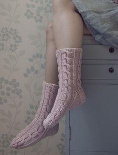 Villasukat Vaahtokarkki Novita Isoveli Intarsia Patterns, Lace Patterns, Baby Knitting Patterns, Stitch Patterns, Crochet Patterns, Knitting Ideas, Knitting Socks, Marshmallow, Mittens