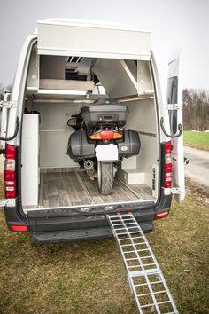 Mercedes Sprinter Camper, Sprinter Motorhome, Travel Trailer Tires, Travel Camper, Motorhome Interior, Campervan Interior, Vauxhall Vivaro Camper, Build A Camper Van, Minivan Camping