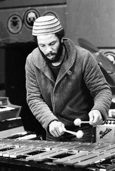 Roy Ayers Making Some Jazz Tunes On His Vibraphone, Searchin / Sunhine And Liquid Love Are Great Tracks.